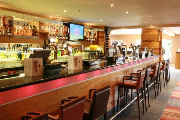 CRGP 7282 Parklanmds Country Club Bar 01
